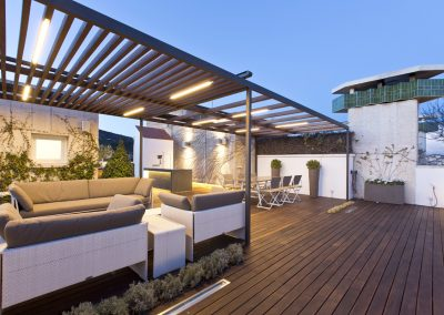 conillas-paisajismo-jardineria-diseno-espacio-exterior-terraza-con-pergola-tarima-de-madera-01