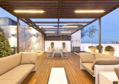 conillas-paisajismo-jardineria-diseno-espacio-exterior-terraza-con-pergola-tarima-de-madera-02