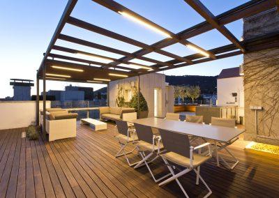 conillas-paisajismo-jardineria-diseno-espacio-exterior-terraza-con-pergola-tarima-de-madera-05