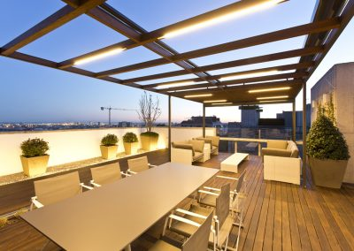 conillas-paisajismo-jardineria-diseno-espacio-exterior-terraza-con-pergola-tarima-de-madera-06