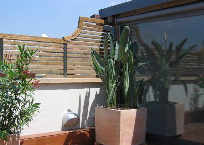 conillas-paisajismo-jardinieria-proyecto-paisajistico-en-terraza-barcelona-y-contruccion-pergola-madera-iroco-y-plantacion-vegetal-barcelona-04