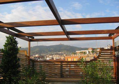 conillas-paisajismo-jardinieria-proyecto-paisajistico-en-terraza-barcelona-y-contruccion-pergola-madera-iroco-y-plantacion-vegetal-barcelona-18