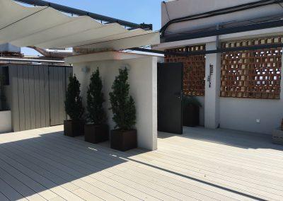 conillas-paisajismo-y-jardineria-terraza-con-tarima-pergola-con-toldo-atico-barcelona-05